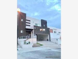 Casa en Venta en Venta Equipada Con Recamara En Planta Baja Zona Cantera Valles $4,950,000.