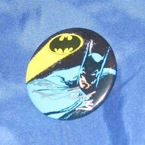BATMAN-DETECTIVE-COMICS-Signed-Art-Button-Pin-by-Neal-Adams-DC-COMICS