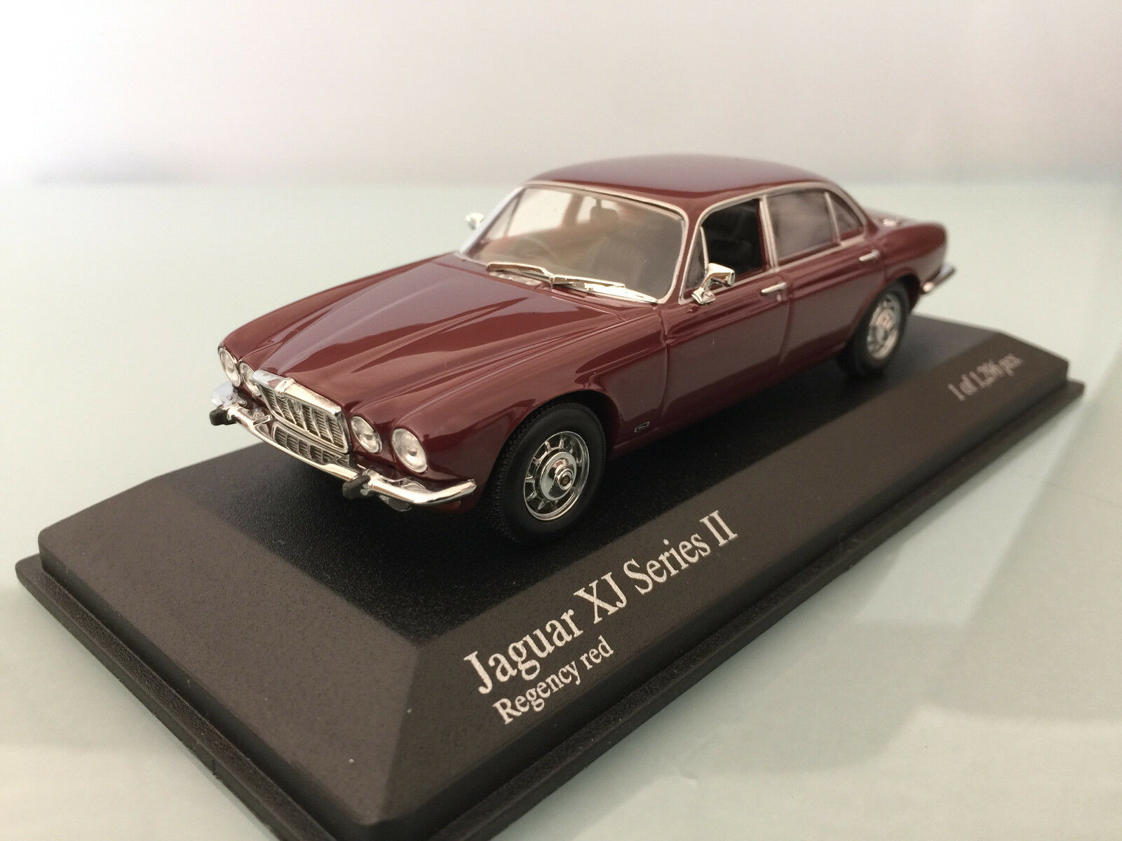 1 43 Minichamps Jaguar XJ Series II, 1975, Regency rouge