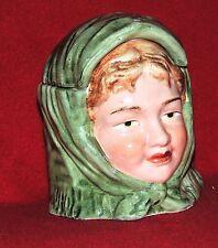 Pot à Tabac. Tête de femme au foulard vert. Barbotine XXe siècle. Ht 13 cm