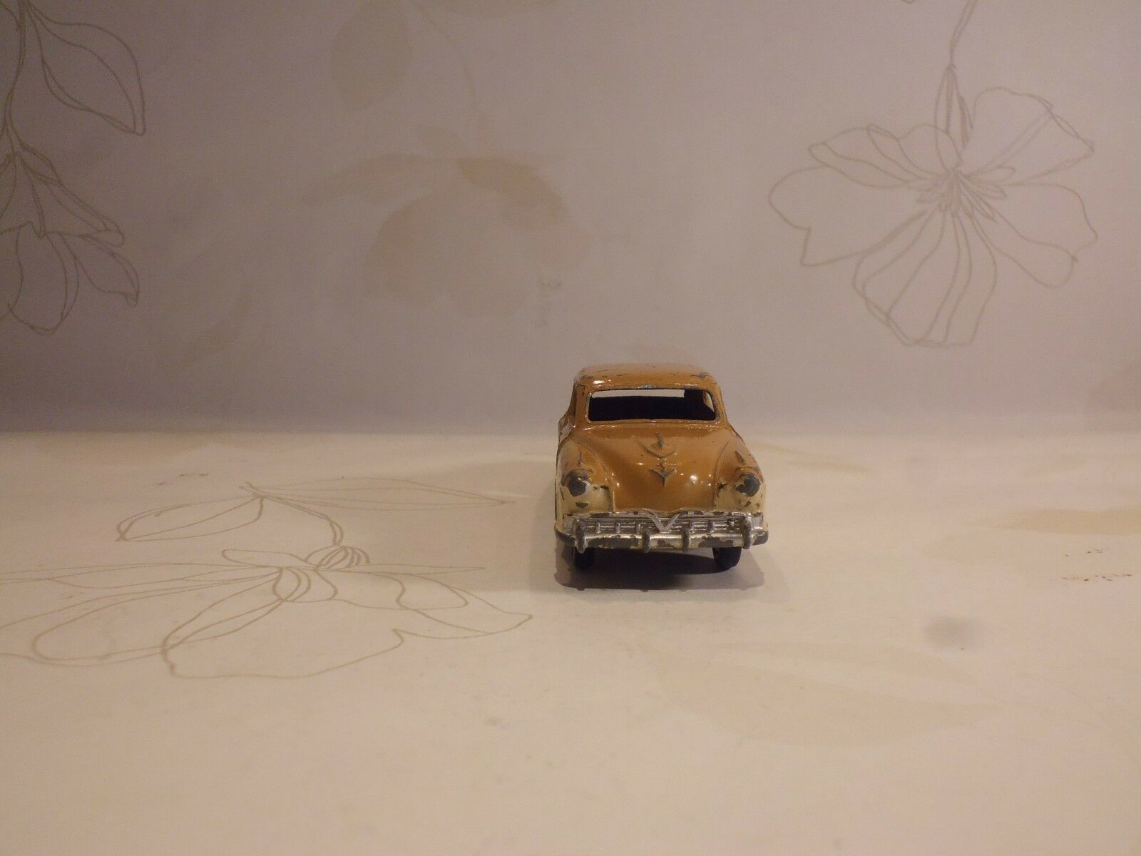 VINTAGE VINTAGE VINTAGE DINKY TOYS TWO TONE STUDEBAKER LAND CRUISER NO.172 -  ORIGINAL PLAY WORN f6c0d1