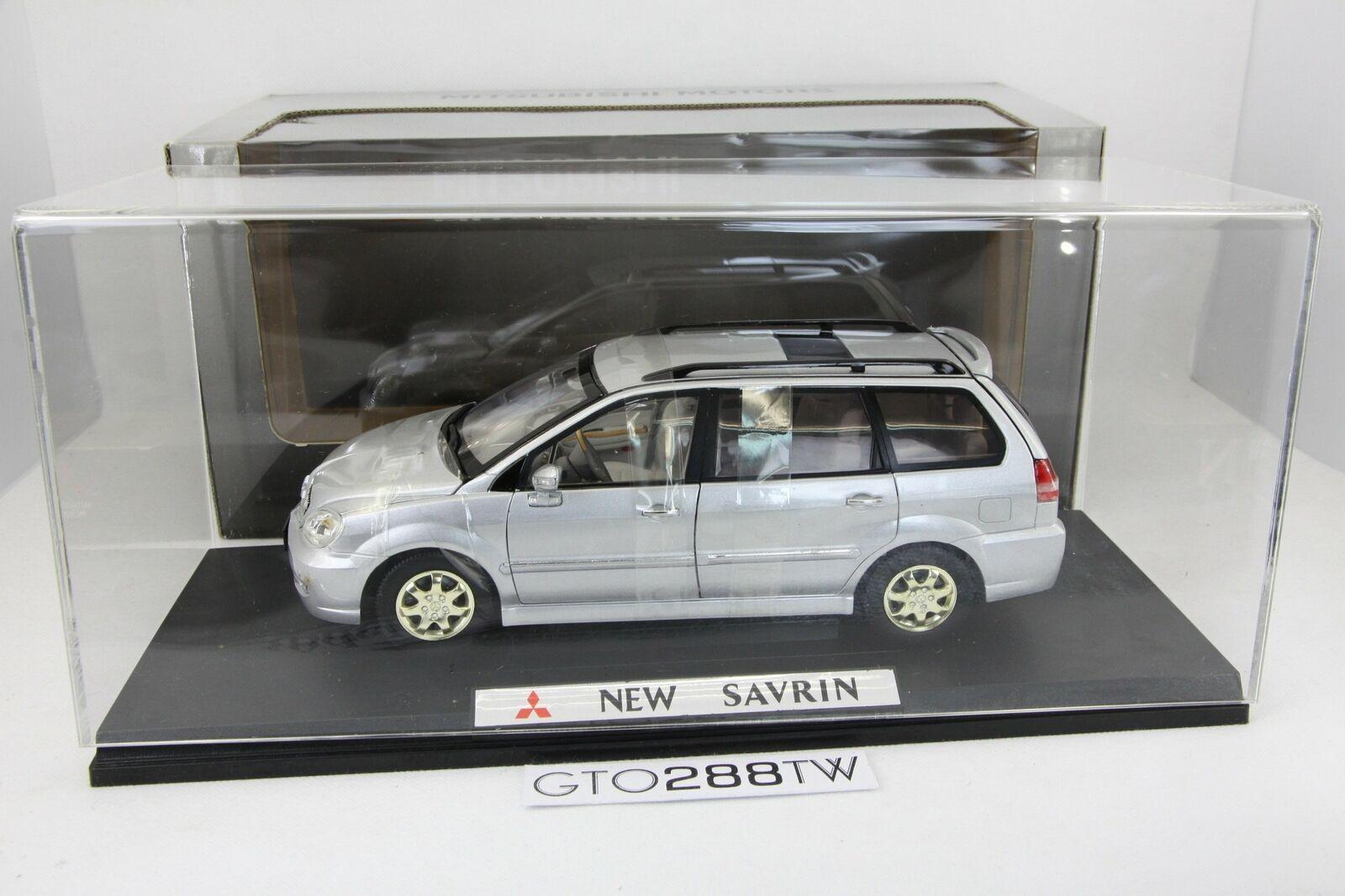 wholesape barato Distribuidor Distribuidor Distribuidor 1 18 Mitsubishi Nuevo SAVRIN MPV 2005 (Nimbus Grandis) Plata  con cubierta de acrílico  Con 100% de calidad y servicio de% 100.