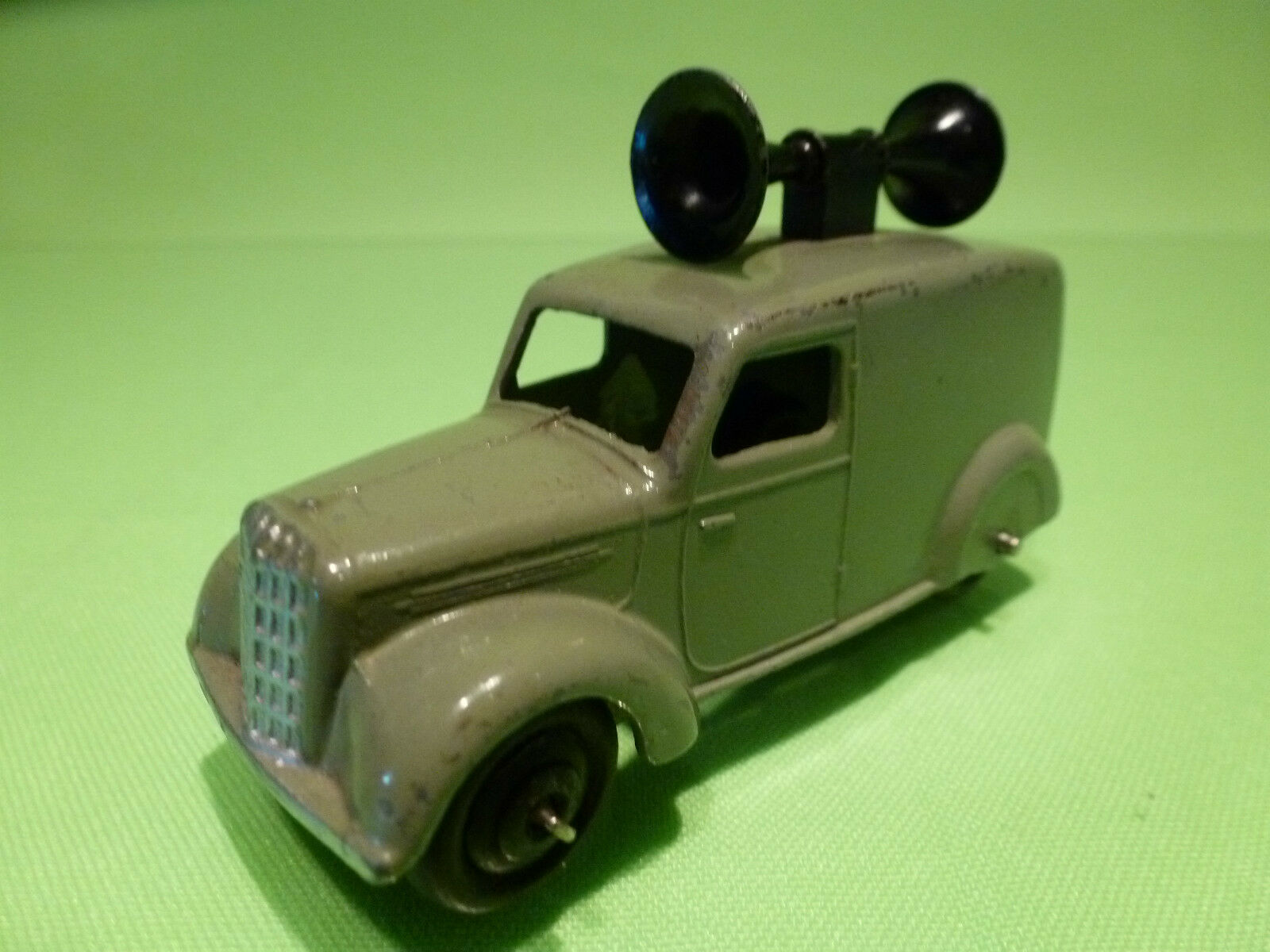 DINKY TOYS 34C LOUDSPEAKER VAN - POST WAR CRIMPED AXLE - 1:43 - NEAR MINT