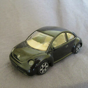 27E-Burago-Volkswagen-New-Beetle-Azul-VW-1-43