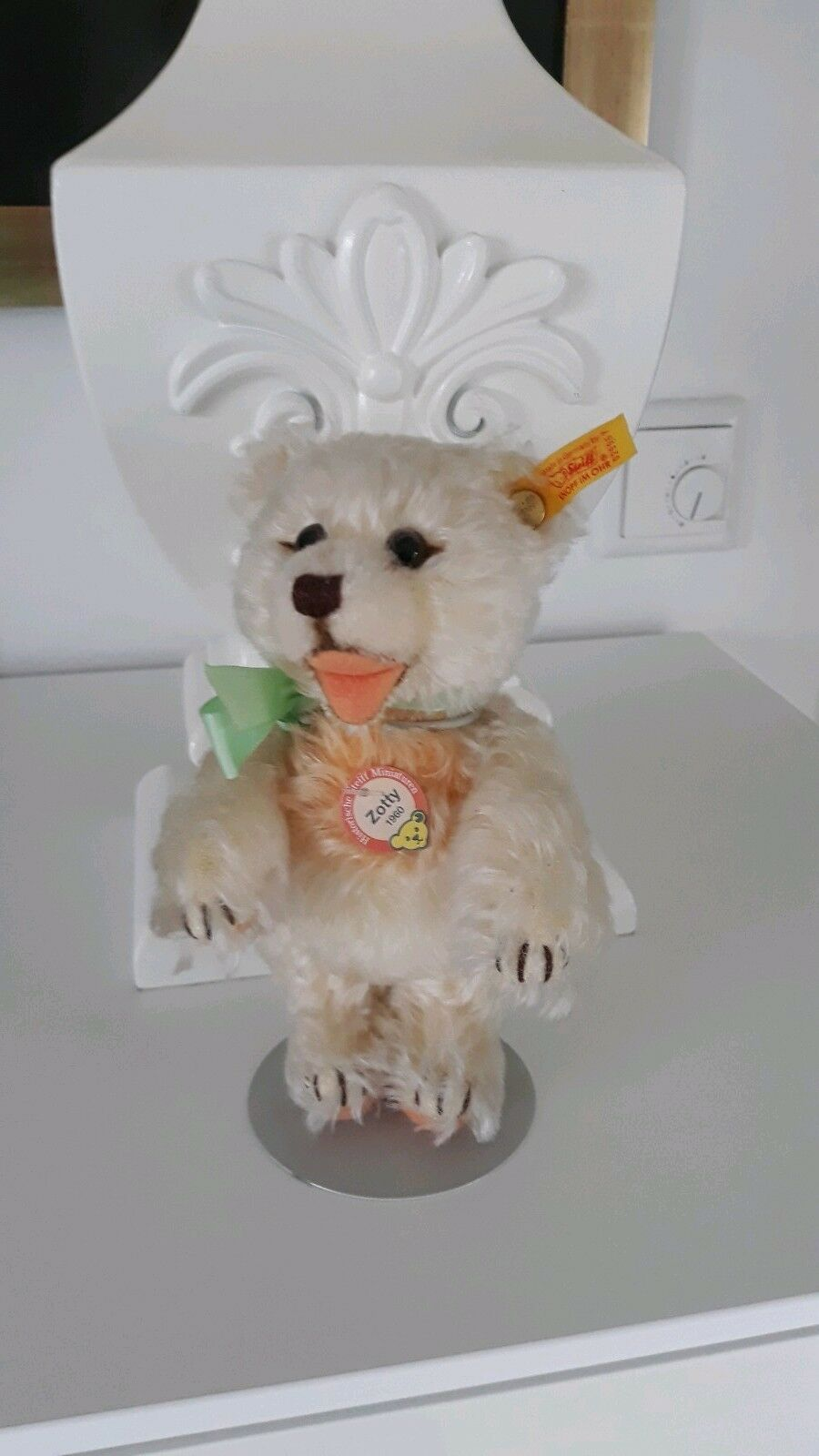Steiff Miniatur Teddybär 1960 Zotty weiß/apricot mit Ständer ca.17 cm, Neu