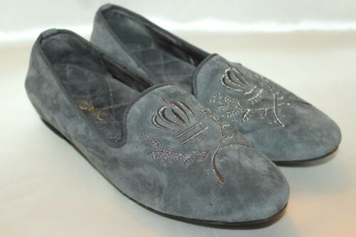 VIONIC Gray Suede Leather ROMI Embroidered Crest L