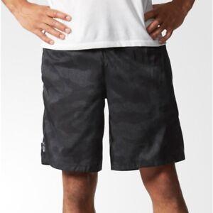 pantaloni corti adidas con tasche