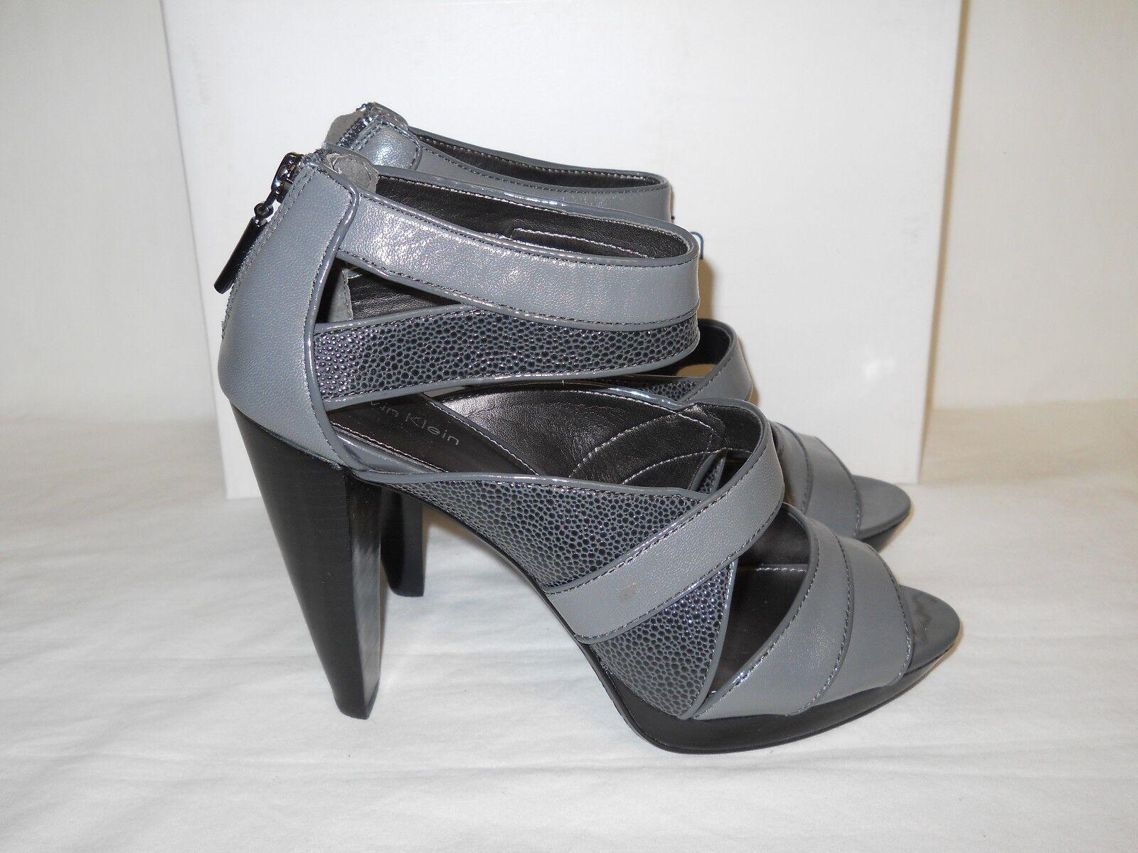 Calvin Klein NEU Damenschuhe Deliah Graphite Cavier Print Heel Sandales 7.5 M Schuhes
