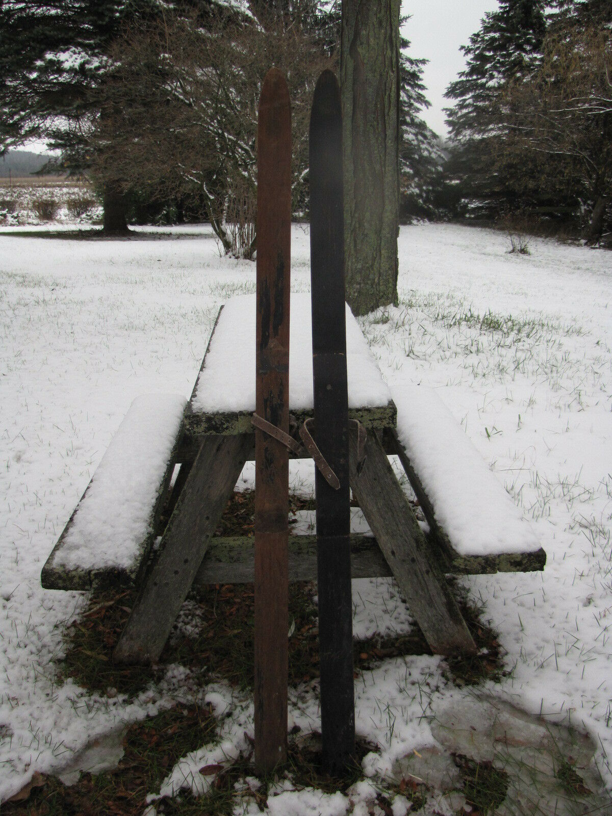 VINTAGE WOODEN SNOW SKIS 47 INCHES