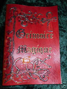 GRIMOIRE-LIVRE-DES-OMBRES-FAIT-MAIN-ESOTERISME-MAGIE-couverture-Rouge