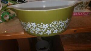 Pyrex Spring Blossom Crazy Daisy Bowl Casserole Green/White Vintage 475-B