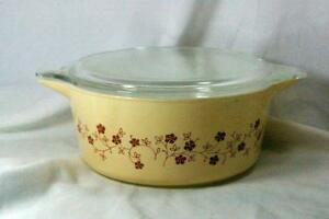 Pyrex Trailing Flowers 475-B 2.5 Quart Round Covered Baker
