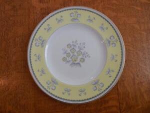 Wedgwood-Yellow-Pimpernel-bone-china-8-034-salad-plate-gold-trim-W3865