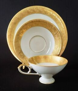 Vintage-Fine-China-TeaCup-Saucr-Plate-Trio-Trettau-Bavaria-Germany-Echt-Azt-Gold