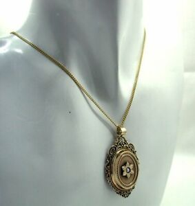 1970's Vintage Beautiful 9 carat Gold And Pearl Antique Style Locket And Chain