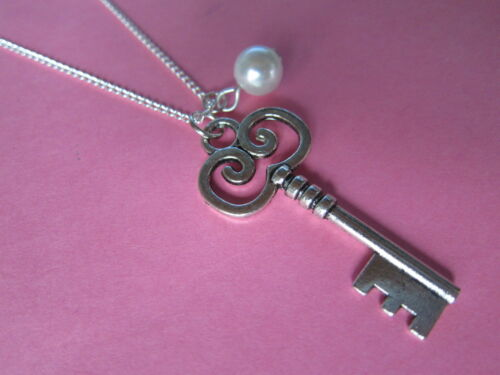 Alice In Wonderland Vintage Look Silver Tone Key /& Pearl Necklace New 21st