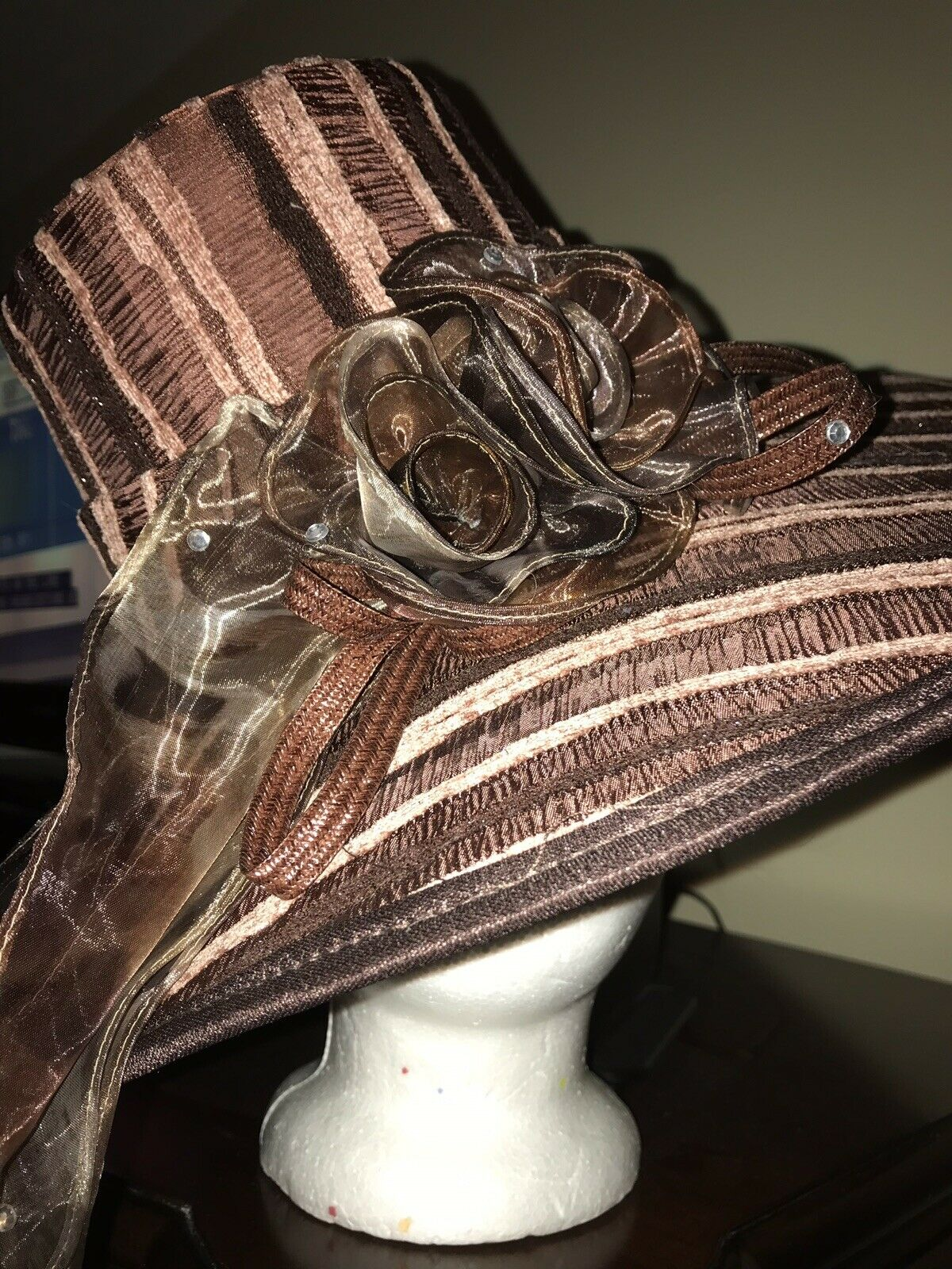 Ladies Exquisite, Charming Preakness Belmont Race Ready Hat Gorgeous Browns New