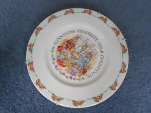 Bunnykins-Rabbit-Christening-Plate-by-Royal-Doulton-Bone-China-includes-hanger