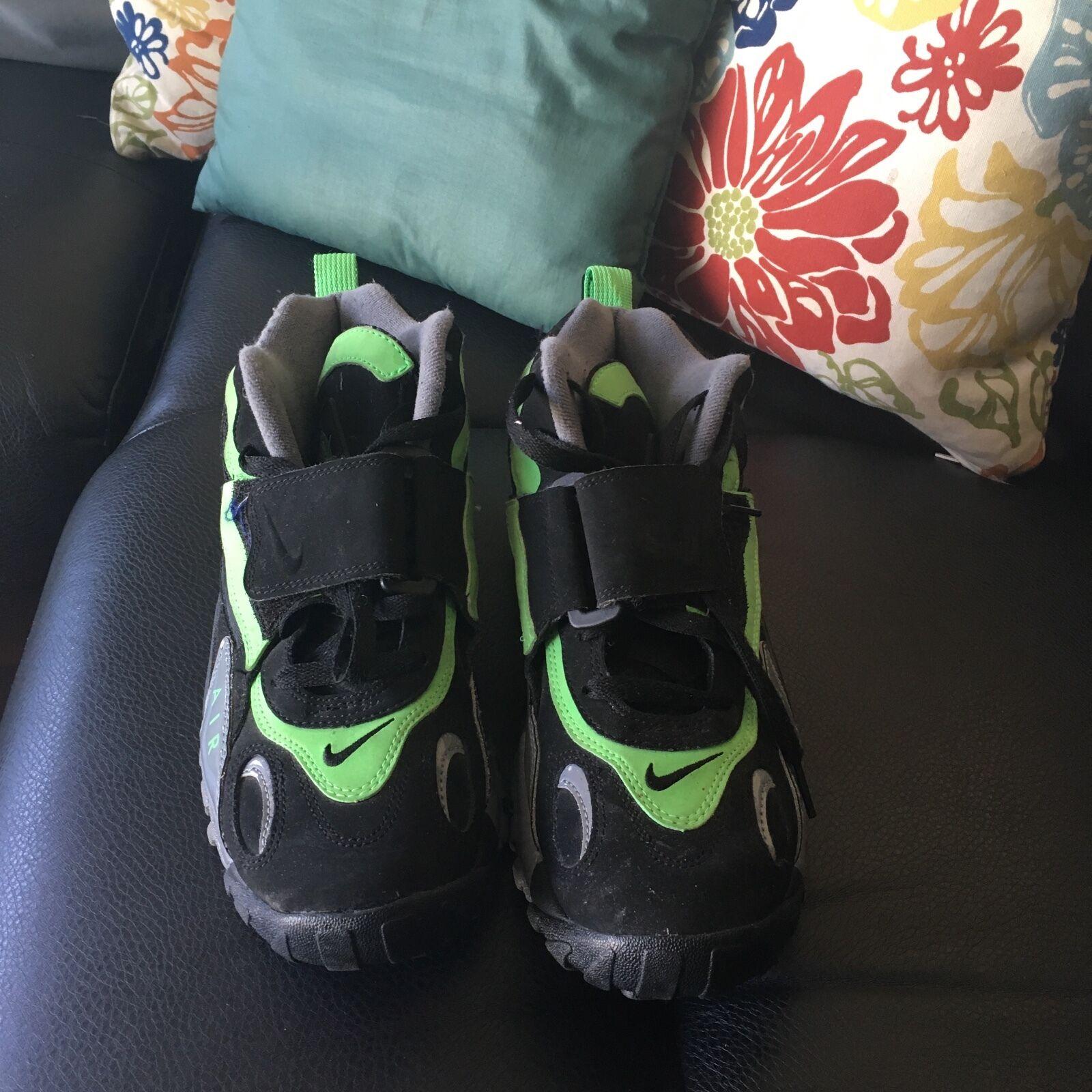 best service 403b3 4afa3 Nike Sneakers. Neon Green       Black Size 8.5 in Men. 4e24f1