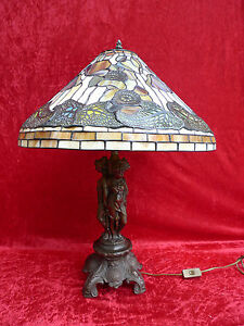 schoene-grosse-alte-Tischlampe-Metallfuss-3-Grazien-Tiffany-Glas-70cm
