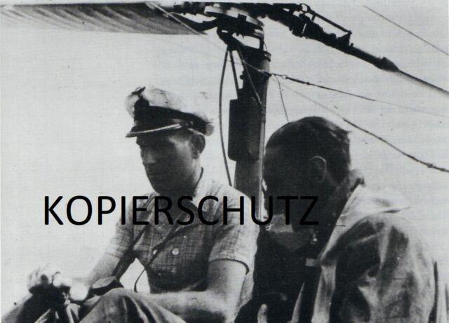 U-BOOT-KRIEG FOTO U 344 KOMMANDANT ULRICH PIETSCH BEI ERPOBUNG EINER BACHSTELZE