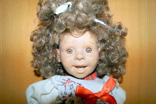 schöne Puppe Kräuselhaar offener Mund weicher Stoffkörper Sommersprossen 42 cm Steiff