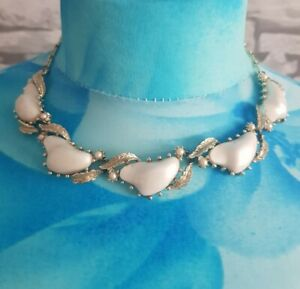 VINTAGE-CORO-SILVERY-GOLDTONE-WHITE-Collar-BAROQUE-leaf-necklace