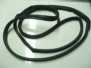 MERCEDES E CLASS W210 CHASSIS LEFT N//S REAR DOOR SEAL WEATHER STRIP 2107300178