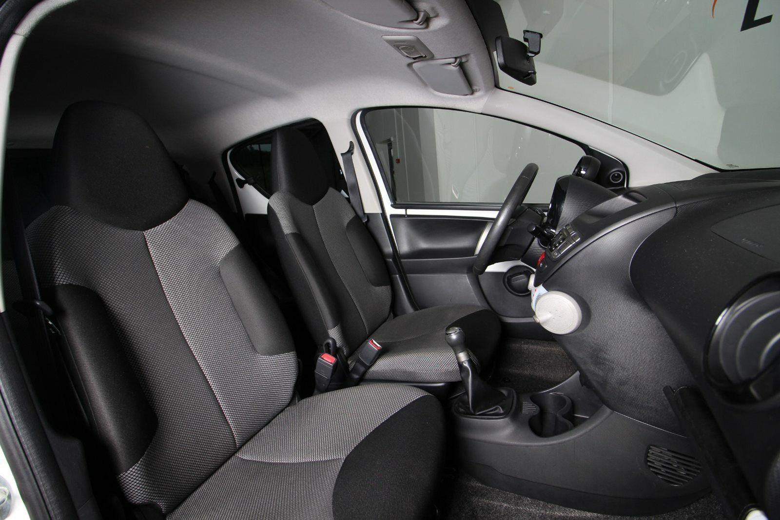 Toyota Aygo VVT-i Black&White