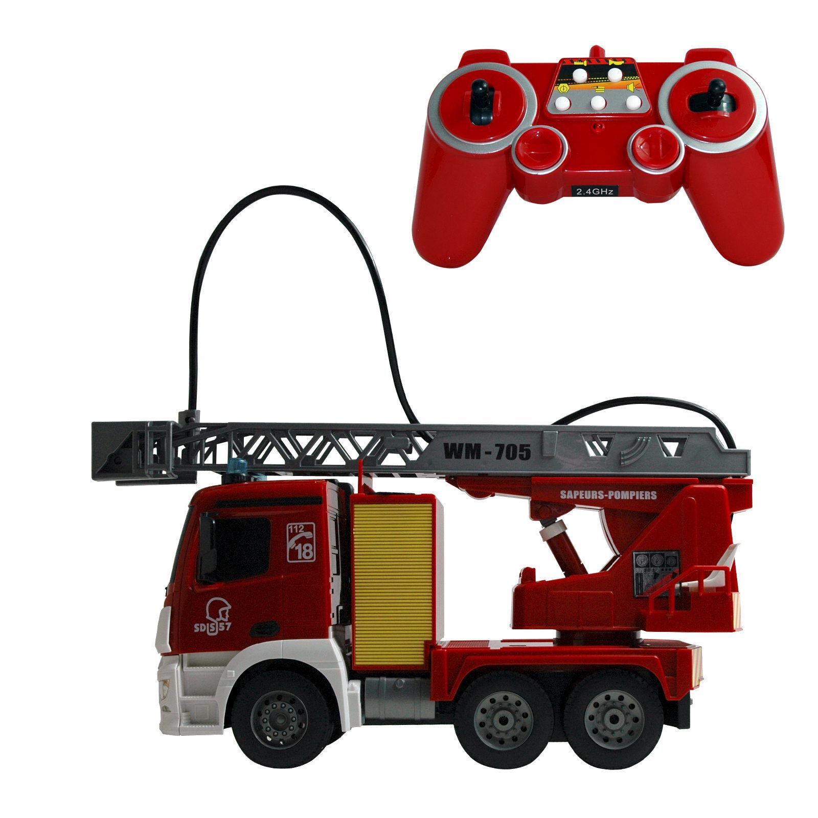 Pompier, camion de pompier avec télécomhommede, lumière et son   bonnes offres