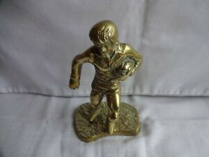 Rare-Vintage-Solid-Brass-Male-Figurine-Rugby-Player-Height-15-cm-Weight-760grams