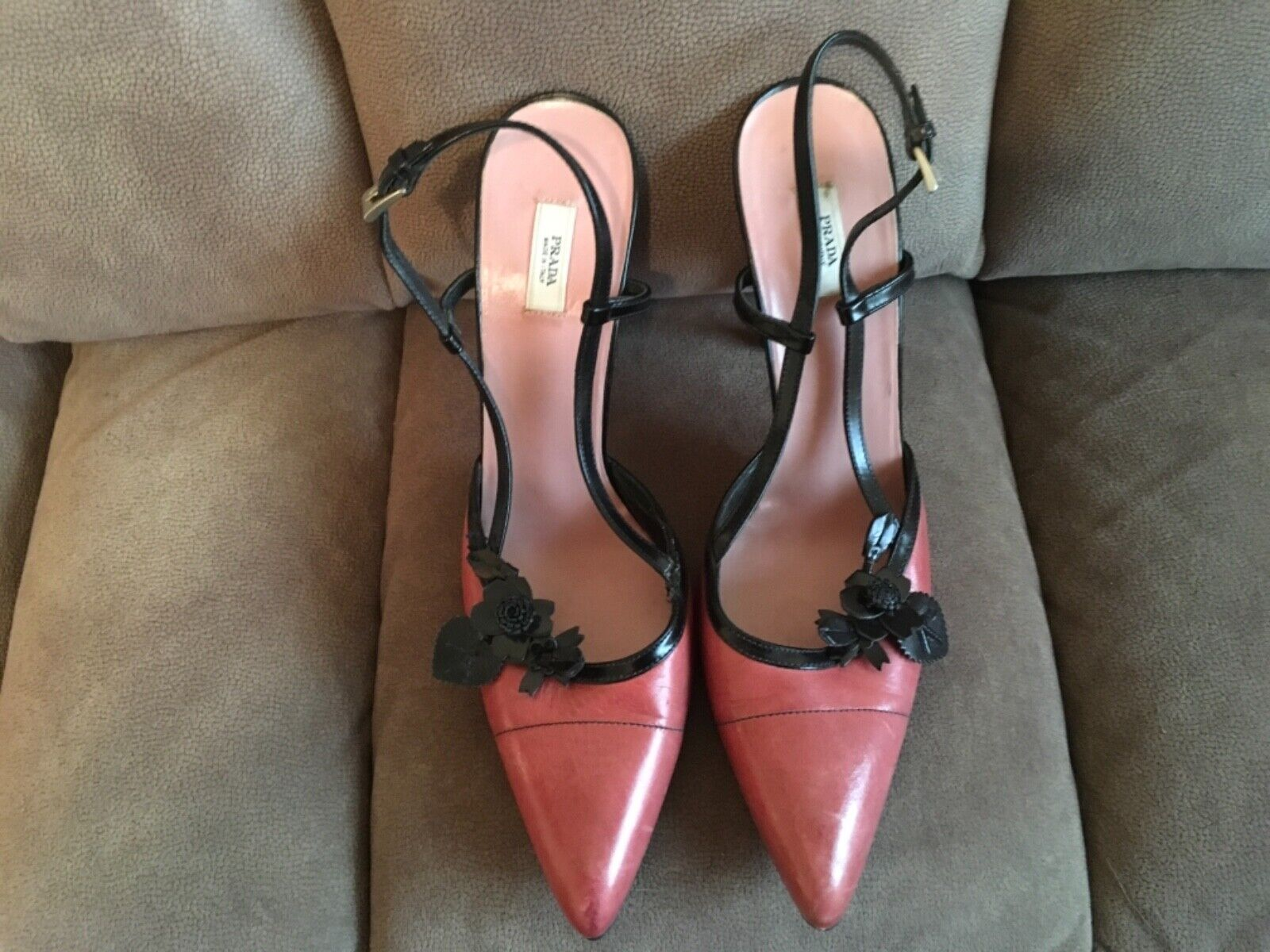 Prada coral and nero heels 39