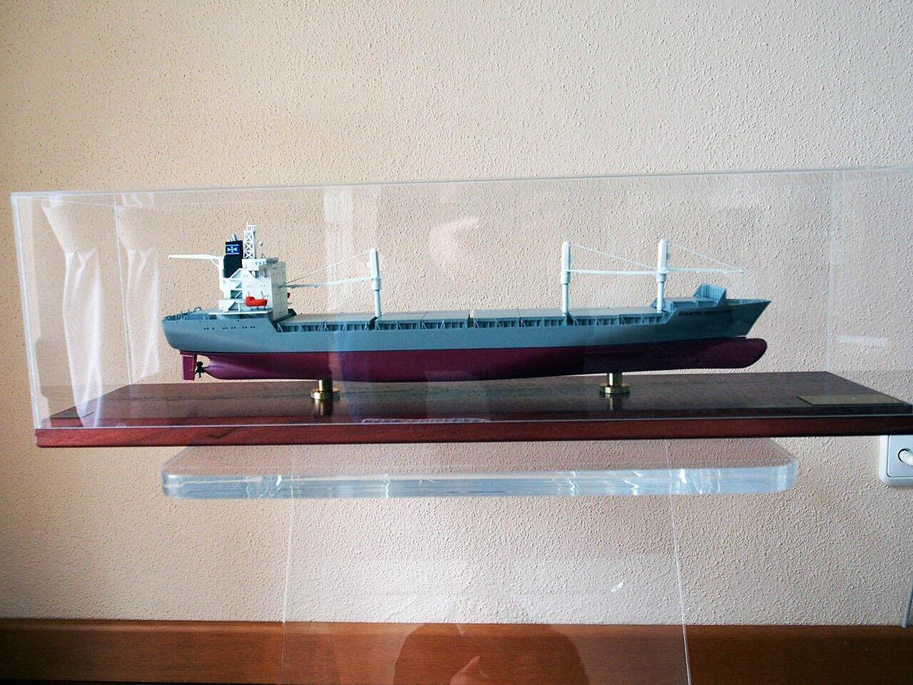 Muy bonito barco modelo buque portacontenedores MS  Santa giuliana  1 400