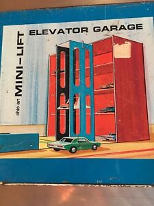 1960-039-s-Ohio-Art-Mini-Lift-Elevator-Garage-Hot-Wheel