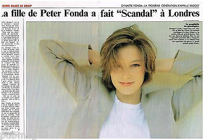 Skillful Knitting And Elegant Design Bridget Fonda To Be Renowned Both At Home And Abroad For Exquisite Workmanship 2 Pages Coupure De Presse Clipping 1989