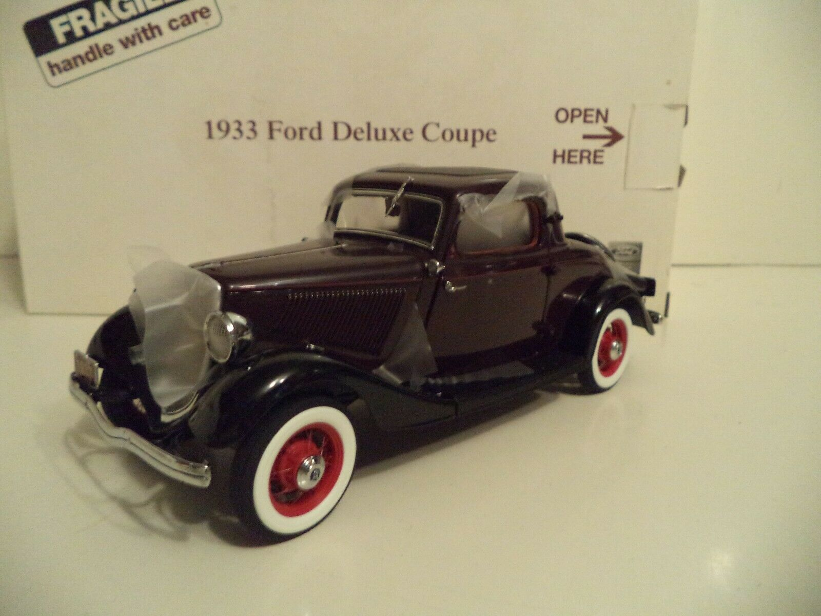 DANBURY MINT FORD DELUXE COUPE  UNDISPLAYED 1933    1 24 SCALE    IN BOX.