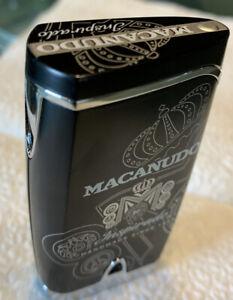 Neue-Macanudo-Quad-Fackel-Flamme-Zigarettenanzuender-schwarz-matt-silber-Macanudo-Logos