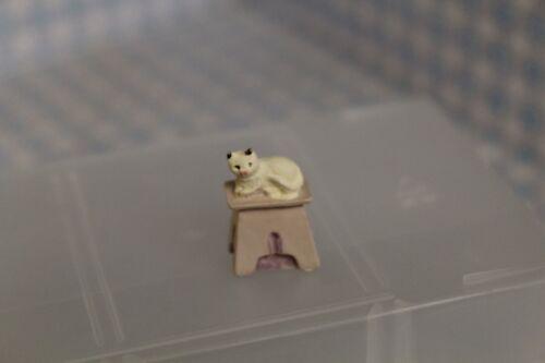 Dolls House miniatura PICCOLA SCALA SGABELLO con gatto