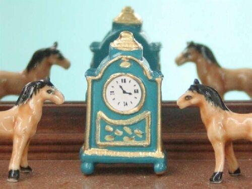 ornamentali ACCESSORI 1//12 Francese MANTEL clock in blu DOLLS HOUSE miniatura