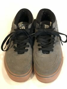 ef2c1f9be2b907 EUC Vans Half Cab Men Size 8 Suede Grey Black Mid Skate Shoe