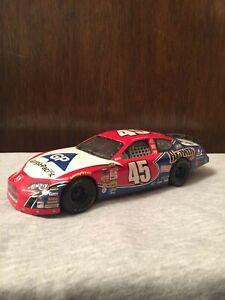 Kyle-Petty-2005-Brawny-1-24-Diecast-Car