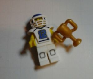 """Complete LEGO Collectible Minifigure #8833 Series 8 /""""FOOTBALL PLAYER/"""""""