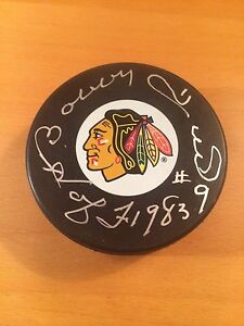Bobby-Hull-autographed-hockey-puck-Chicago-Blackhawks-signed-in-Oct-2010