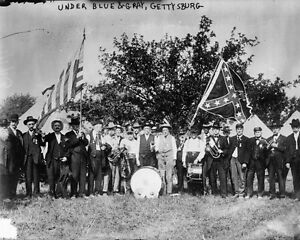 New-8x10-Civil-War-Photo-Veterans-with-Flags-of-Blue-amp-Gray-Gettysburg-Reunion