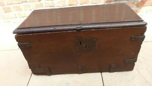 Ancien-petit-coffre-en-bois-du-17eme-25-x-56-x-29-Antique-small-wooden-chest