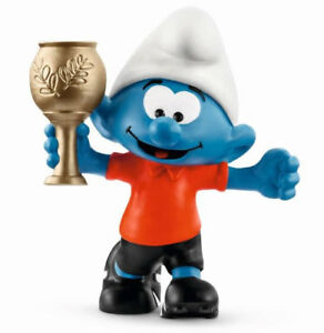 SMURF-WITH-TROPHY-FOOTBALL-SMURF-NEW-FOR-2018-by-SCHLEICH-THE-SMURFS-20807