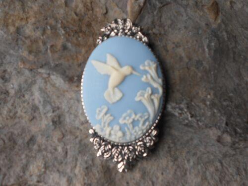 ROSE SETTING CAMEO BROOCH // PIN!! SKY BLUE STUNNING HUMMINGBIRD AND FLOWERS