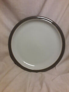 Denby-Greystone-dinner-plate-measuring-10-inches-in-diameter-VGC