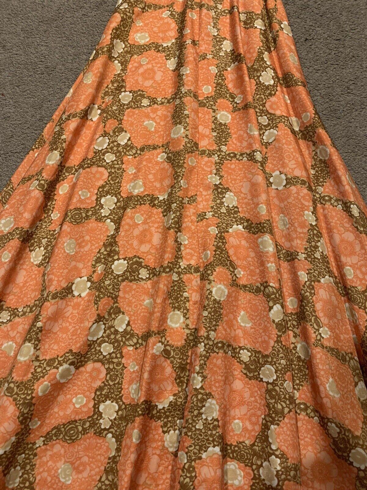 Elegant 1940's Fabulous Dress - image 3