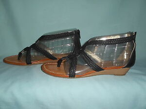 0fd8f2aff Report r2 Jacob Pre - Owned Black Faux Leather Woven Sandals Size 9 ...